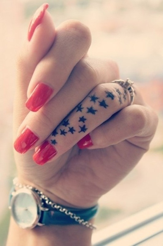 A beautiful finger tattoos, its really look awesome
