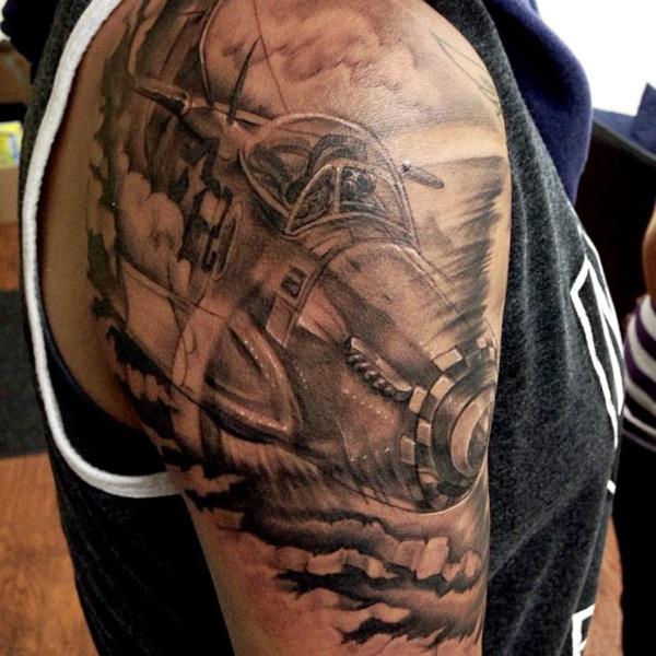 Stunning Black And Grey Tattoos 38