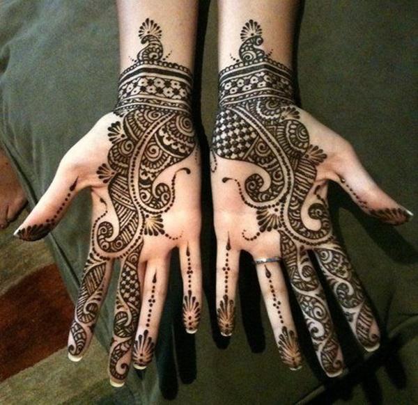 Striking Henna Tattoos Design for Girls